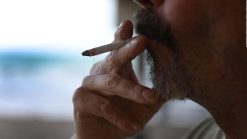 Solo a la edad de 100 años podrías comprar cigarillos en Hawai, según proyecto de ley
