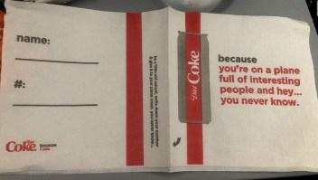 Delta y Coca-Cola en problemas por una servilleta