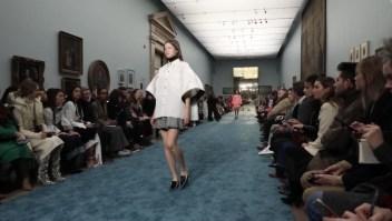 Elegancia y audacia en los diseños de Carolina Herrera
