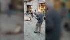 Mira a este señor de edad bailar al ritmo de cumbia