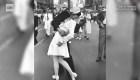 Muere protagonista de la icónica foto del beso