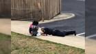 Policía juega con niños tras atender una emergencia