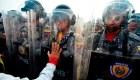 Venezolanos le imploran a uniformados que abran la frontera