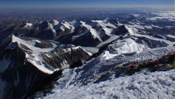 El derretimiento de los glaciares del Everest expone cadáveres de montañistas