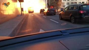 Un autobús chocó y explotó