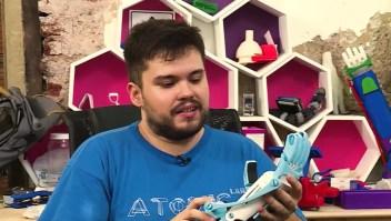 El inventor solidario que regala prótesis impresas en 3D