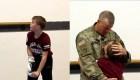 La sorpresa de un padre militar a su hijo