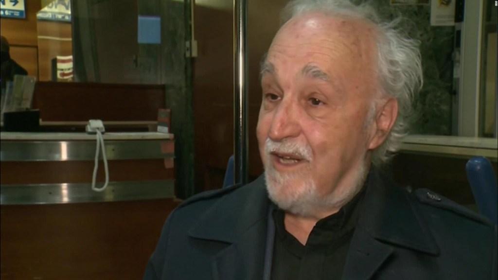 Apuñalan a un cura en una misa televisada en Canadá