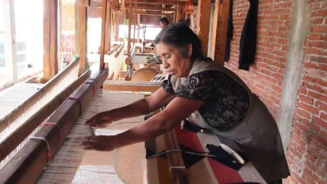 Familia de artesanos oaxaqueños teje un sueño