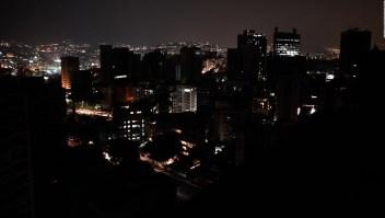 Venezolanos salen a protestar nuevo apagón
