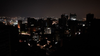 """TOPSHOT - General view of Altamira neighborhood partially illuminated during a power outage in Caracas, Venezuela, on March 26, 2019. - Venezuela decreed a 24-hour holiday Tuesday to cope with a new near-nationwide blackout that the government alleged was caused by an """"attack"""" targeting its main hydroelectric plant. (Photo by FEDERICO PARRA / AFP) (Photo credit should read FEDERICO PARRA/AFP/Getty Images)"""