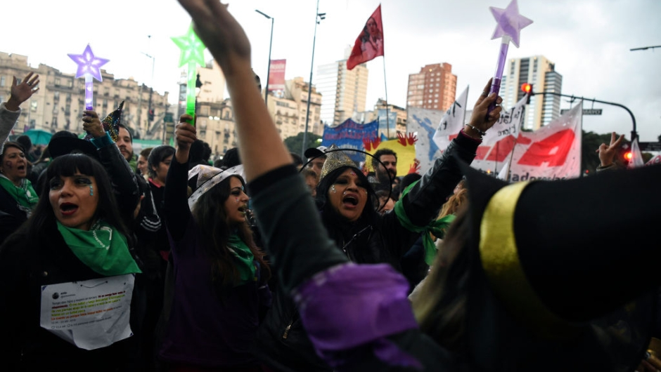 """TOPSHOT - Women chant slogans as they take part in a march called by the movement """"Ni una menos"""" (Not One Less) against violence against women, and in demand of the right to a safe, free and legal abortion in Buenos Aires, on June 04, 2018. (Photo by EITAN ABRAMOVICH / AFP) (Photo credit should read EITAN ABRAMOVICH/AFP/Getty Images)"""