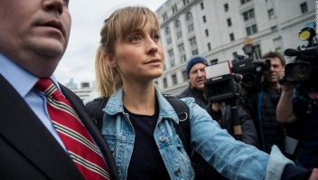 Allison Mack tráfico sexual