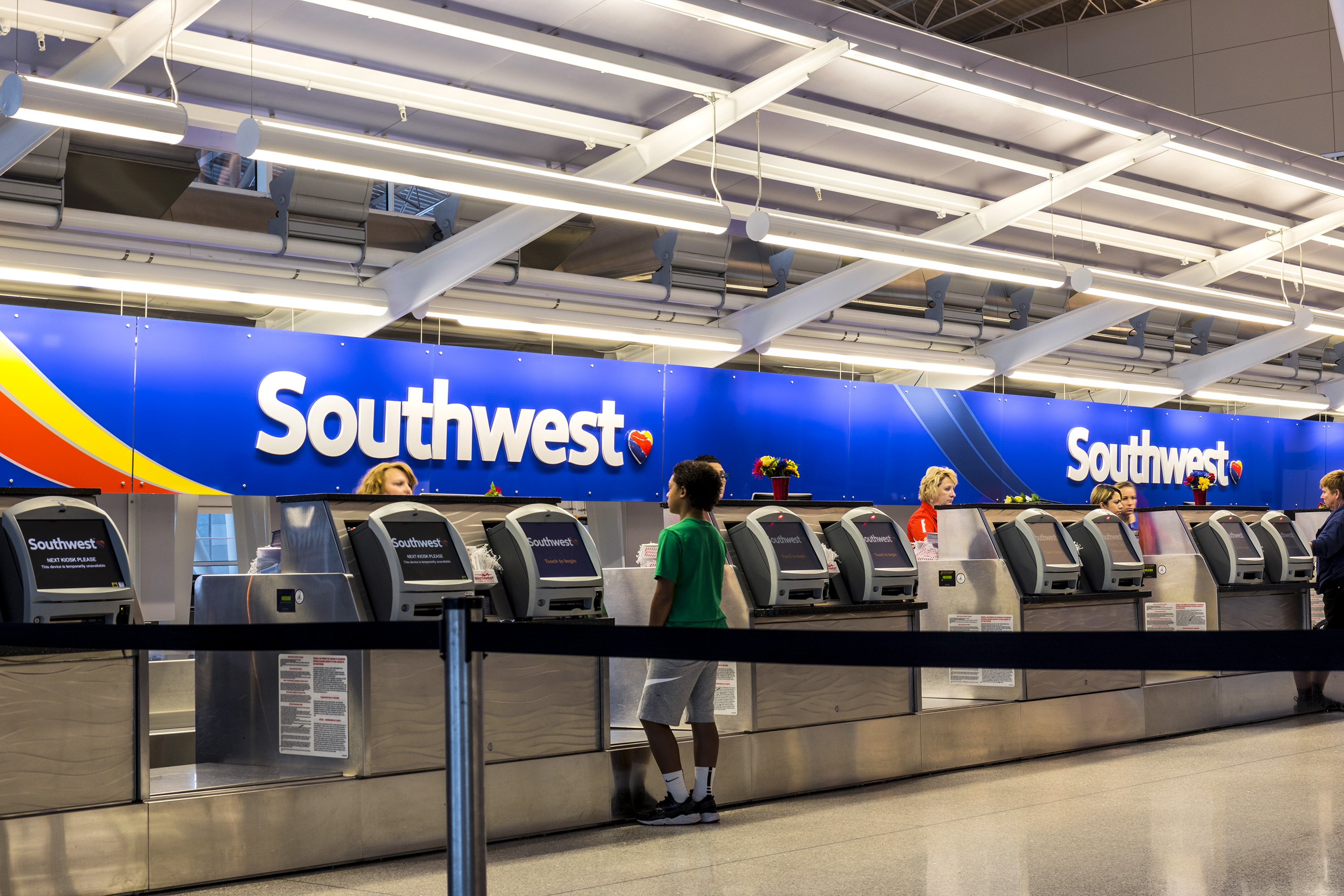 retraso vuelos aerolíneas estados unidos información Indianapolis - Circa July 2017: Southwest Airlines Check In desk preparing passengers for departure. Southwest is the largest low-cost carrier in the world IV - Image