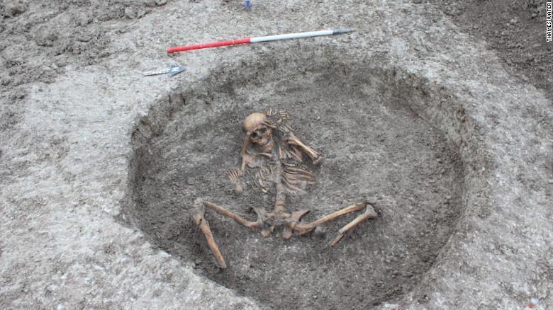 víctimas sacrificios humanos encuentran hallazgo arqueológico Inglaterra fotos