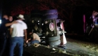 Autobús con migrantes vuelca en carretera de Veracruz