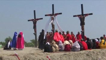 Filipino se crucifica 33 veces