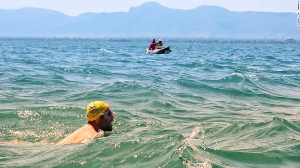 Récord mundial nadar cocodrilos Malawi