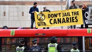 Grupo ambientalista obstaculizó trenes en Londres