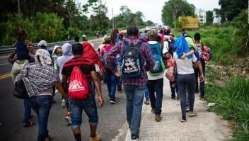 Cientos de migrantes abandonan albergue en Chiapas