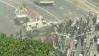 Tanqueta arrolla manifestantes en Venezuela, así lo justificó Guerrero