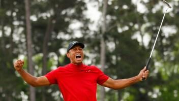Tiger Woods después de lograr su putt en el hoyo 18 para ganar el Masters de Augusta el 14 de abril de 2019. Crédito: Kevin C. Cox / Getty Images.