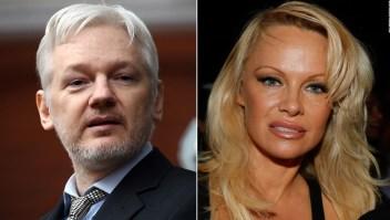 Pamela Anderson visita en la cárcel a Assange