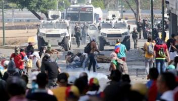 Manifestante venezolano: Nos están tirando plomo