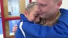 Emotivo momento en el que soldado sorprende a su hermana