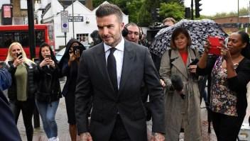 Prohíben a Beckham conducir por 6 meses