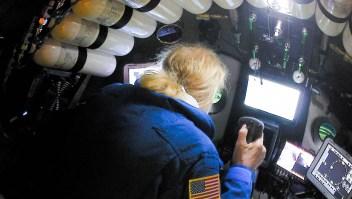 Buceo en aguas profundas: el explorador submarino estadounidense Victor Vescovo, en la foto, completó la inmersión más profunda jamás registrada. Cortesía de Discovery / Five Deeps Expedition