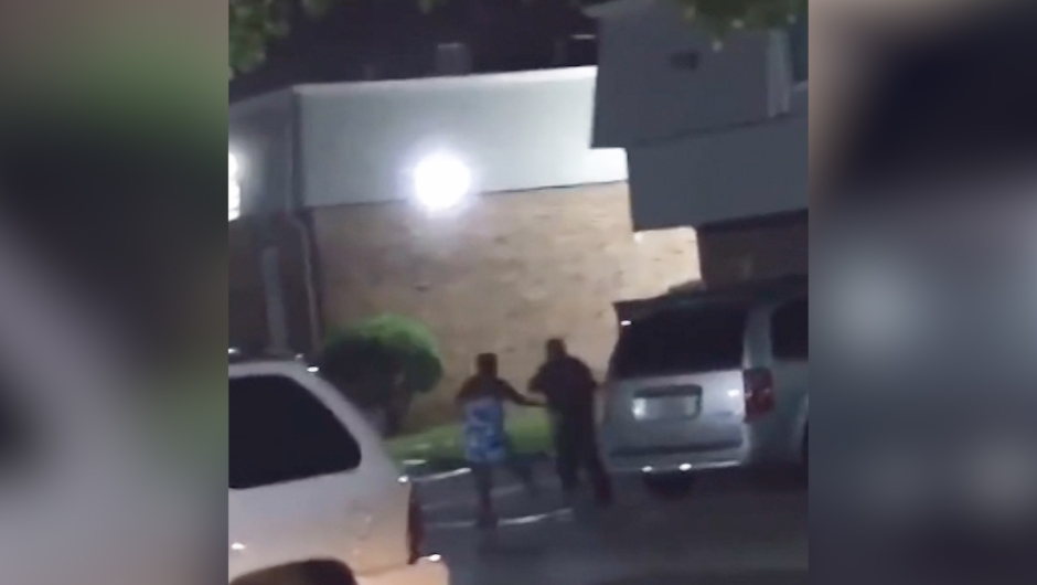 La policía pidió a la persona que grabó el video que se presente para ayudar con la investigación