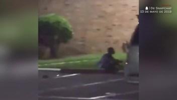 Un oficial le dispara mortalmente a una mujer que dice que está embarazada