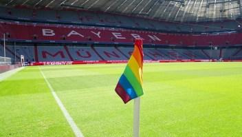 Histórico estadio de fútbol ondeará banderas de arcoíris