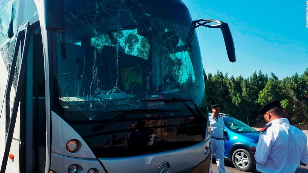 Ataque a un autobús que transportaba turistas de Sudáfrica en Egipto