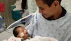 Bebé lucha por su vida luego del homicidio de su madre