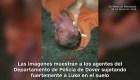 Video muestra a policías golpeando a sospechoso