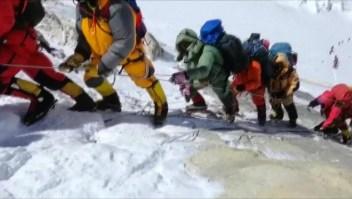 Las normas para escalar el Everest podrían cambiar