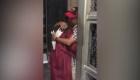 Graduanda celebra con su padre deportado