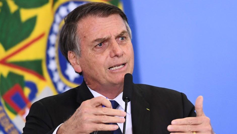 El presidente de Brasil, Jair Bolsonaro, habla durante la ceremonia de firma del decreto que facilita la posesión, porte e importación de armas. Crédito: EVARISTO SA / AFP / Getty Images