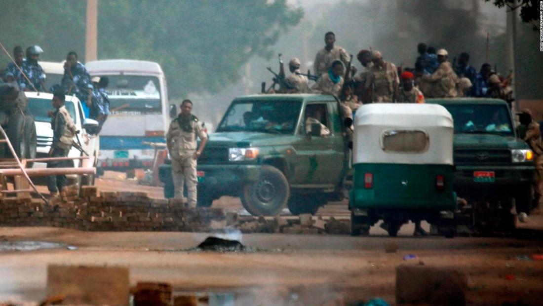 Militares arremeten contra manifestación pacífica en Sudán