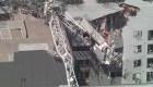 Así cayó una grúa sobre un edificio de Dallas