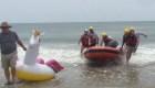 Rescatan a un niño arrastrado al mar en un inflable