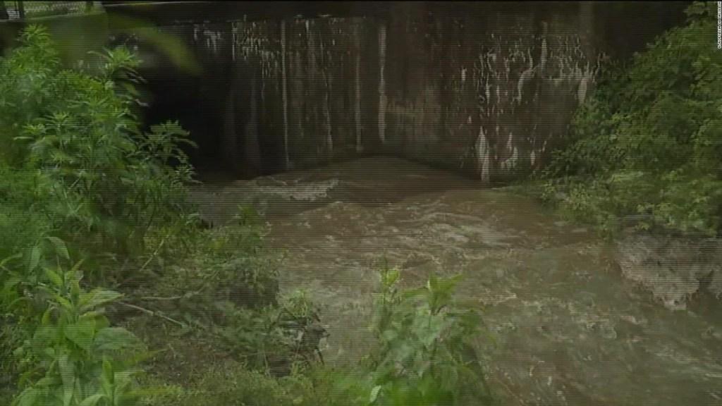 Ohio: Jóvenes acaban en una alcantarilla por inundaciones