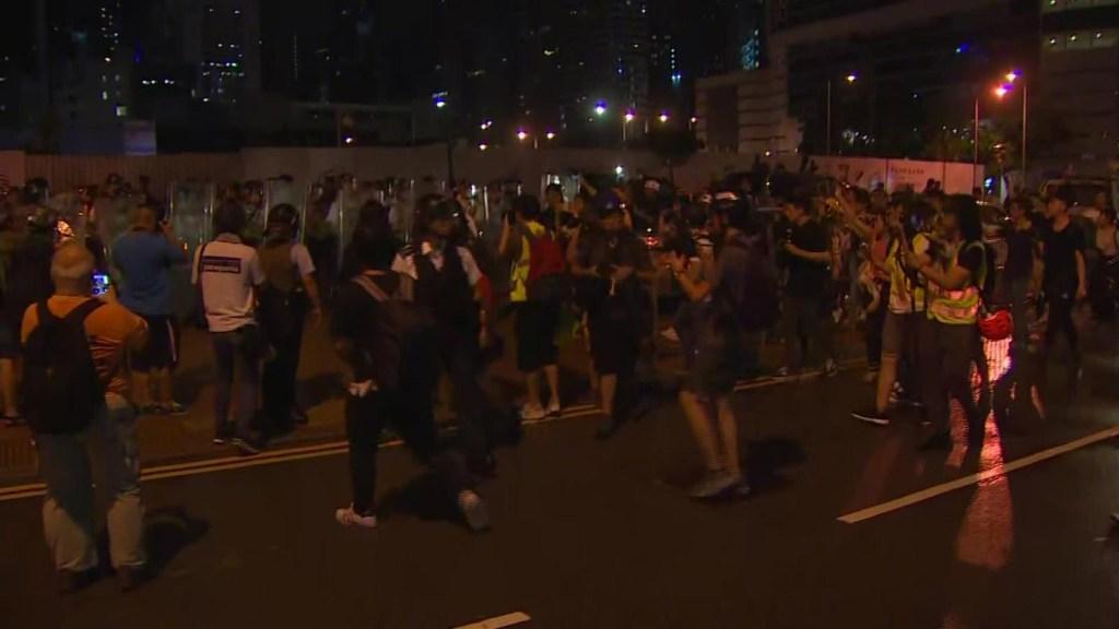 Policía custodia el Parlamento de Hong Kong