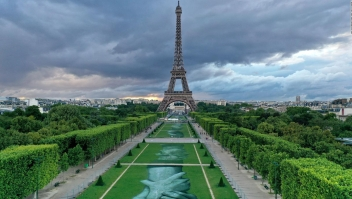 #LaImagenDelDía: artista francés pinta gigantezcas manos