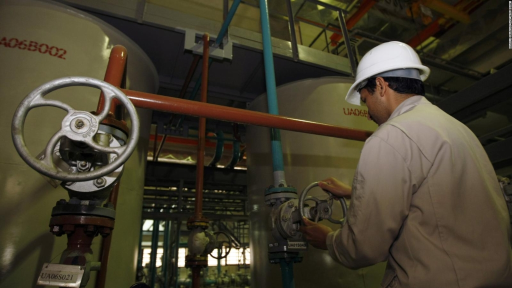 Irán: O retiran las sanciones o aumentamos producción de uranio enriquecido