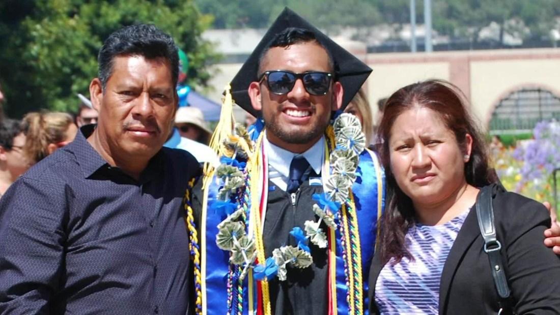 Beneficiario de DACA se gradúa de la Universidad de Columbia