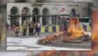 Los bomberos en Bruselas protestan con fuego