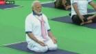 Celebran el Día Internacional del Yoga en la India